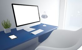 het blauwe witte scherm van de bureaucomputer Stock Fotografie