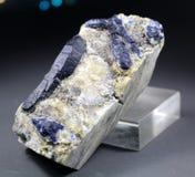 Het blauwe Zeldzame Minerale Specimen van Afghanite stock fotografie