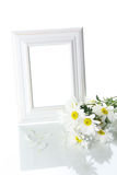 Het bleken frame en bloemen Stock Foto's