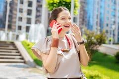 Het blije opgetogen vrouw lachen royalty-vrije stock foto's