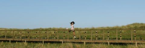 Het blije zwarte openlucht dansen royalty-vrije stock foto