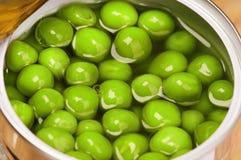 Het blik van het tin met groene erwten royalty-vrije stock afbeelding