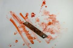 Het bloedige mes met bloed ploetert Royalty-vrije Stock Foto