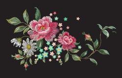 Het bloemenpatroon van de borduurwerkmanier met rozen en kamilles Royalty-vrije Stock Foto