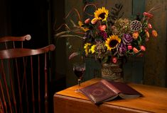 Het bloemenstilleven van de herfst in rijke kleuren Stock Fotografie