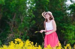 Het bloemmeisje braakt Stock Foto