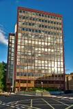het blok van het jaren '60bureau, Londen, recente middag Royalty-vrije Stock Afbeelding