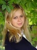 Het blonde meisje glimlachen royalty-vrije stock foto's