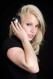 Het blonde Meisje van Hoofdtelefoons Royalty-vrije Stock Afbeeldingen