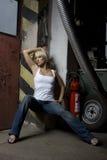 Het blonde mooie meisje van de aantrekkingskracht in het werk Stock Fotografie