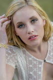 Het blonde Openlucht Model Wearing ziet door Kleding Royalty-vrije Stock Foto