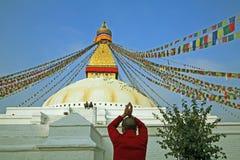 Het boeddhistische aanbidden. stock afbeeldingen