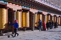 Het boeddhistische Gebed rijdt op een rij Stock Afbeelding