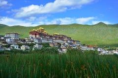 Het Boeddhistische Klooster van Gandensongzanlin Shangri-Laprovincie, China Stock Foto