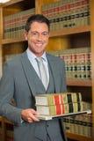 Het boek van de advocaatlezing in de wetsbibliotheek Royalty-vrije Stock Afbeelding