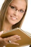 Het boek van de het meisjeslezing van de universiteit Royalty-vrije Stock Foto