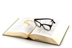 Het boek van de lezing stock foto's