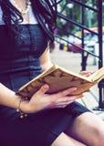 Het Boek van de lezing Royalty-vrije Stock Afbeeldingen