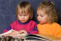 Het boek van de lezing Stock Afbeeldingen