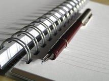 Het boek van de nota en pen Stock Foto's