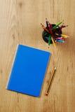 Het boek van de nota en potloden Royalty-vrije Stock Afbeeldingen