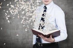 Het boek van de zakenmanholding Stock Foto's