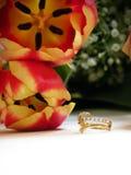 Het boeket en de ring van het huwelijk Stock Fotografie