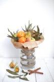 Het boeket kleurt handvruchten vegatables achtergrondbank Stock Afbeeldingen