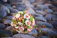 Het boeket van de bruid met broche Royalty-vrije Stock Foto's
