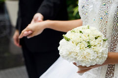 Het boeket van de bruid van witte rozen Stock Afbeeldingen