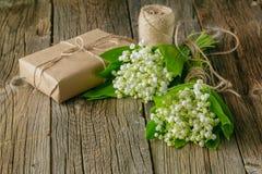 Het boeket van de lente bloeit lilys van de vallei met een bal van bro royalty-vrije stock foto