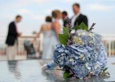 Het boeket van het huwelijk bij ontvangst. Stock Foto