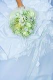 Het boeket van het huwelijk in een hand royalty-vrije stock foto