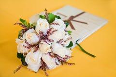 Het boeket van het huwelijk en gastboek Royalty-vrije Stock Afbeelding