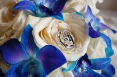Het boeket van het huwelijk met ringen Royalty-vrije Stock Foto's