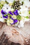 Het boeket van het huwelijk met ringen Royalty-vrije Stock Afbeeldingen