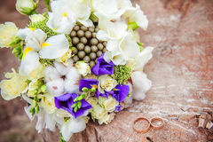 Het boeket van het huwelijk met ringen Royalty-vrije Stock Afbeelding
