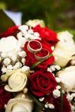 Het boeket van het huwelijk met ringen Royalty-vrije Stock Fotografie