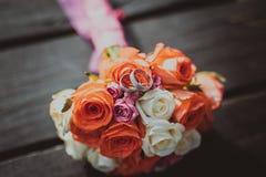 Het boeket van het huwelijk met ringen stock afbeeldingen
