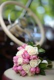 Het boeket van het huwelijk met roze tulp stock foto