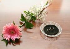 Het boeket van het huwelijk met twee ringen Stock Foto's
