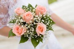 Het boeket van het huwelijk van de bruid stock foto's