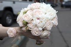 Het boeket van het huwelijk van roze rozen Royalty-vrije Stock Afbeeldingen