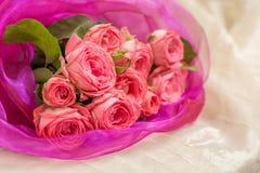 Het boeket van het huwelijk van roze rozen Royalty-vrije Stock Foto's