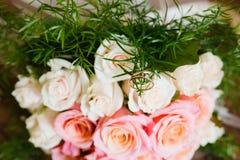 Het boeket van het huwelijk van rozen Royalty-vrije Stock Afbeeldingen