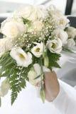 Het boeket van het huwelijk in vrouwenhand Royalty-vrije Stock Foto's