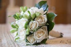 Het boeket van huwelijksbloemen van witte rozen Royalty-vrije Stock Foto