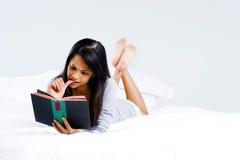 Het boekvrouw van de vrije tijd Stock Foto