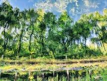 Het bomenbeeld door meer wordt weerspiegeld dat stock foto
