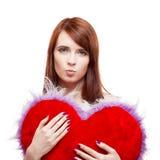 Het bont rood hart van de meisjesholding Stock Foto's